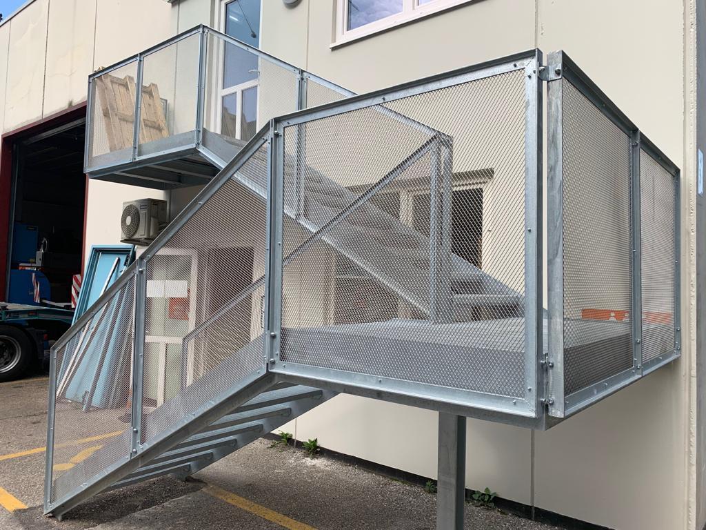 gruber-logistik-treppen-gitterrost-1